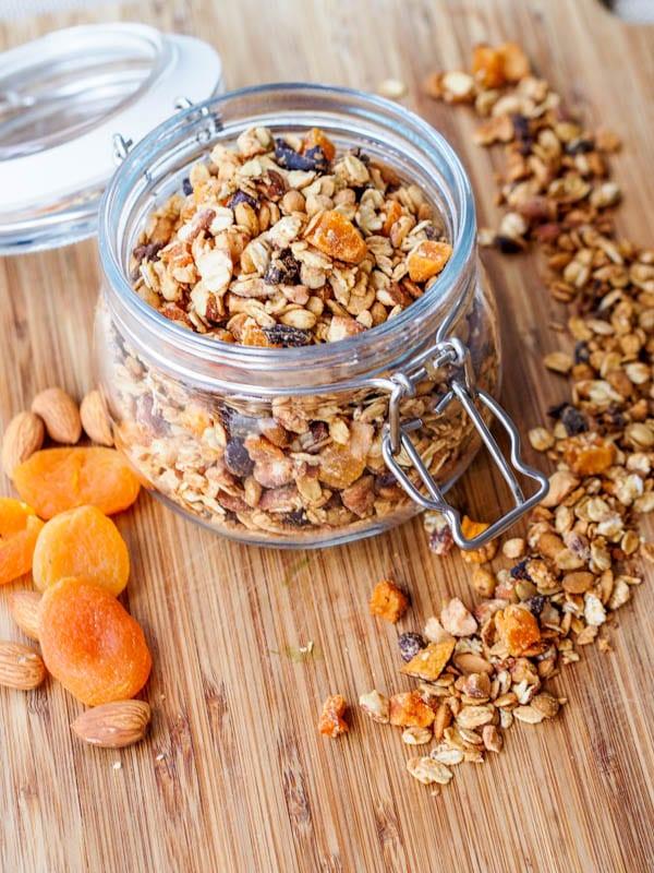 Vegan-Apricot-and-Almond-Granola-Gluten-Free-Recipe