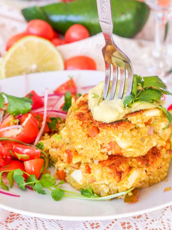 Make vegan crab cakes with avocado, quinoa and hearts of palm. Served topped with an avocado crema. A perfect healthy vegan appetizer. | avocadopesto.com