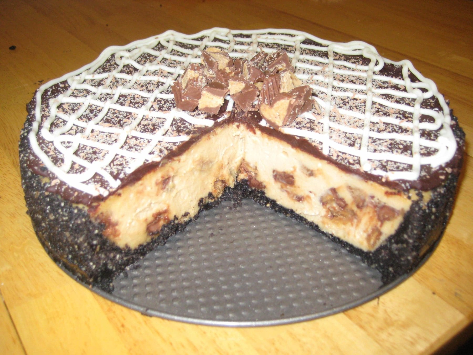 reeses-oreo-heath-cheesecake-close-up