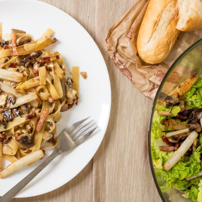 pasta-with-asparagus-mushrooms-bacon