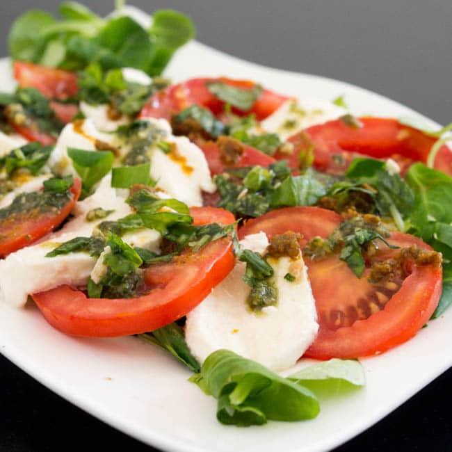 caprese-salad-with-pesto