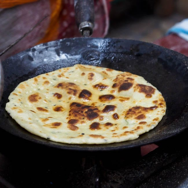 Garlic naan recipe simple flaky indian flatbread garlic naan recipe forumfinder Images