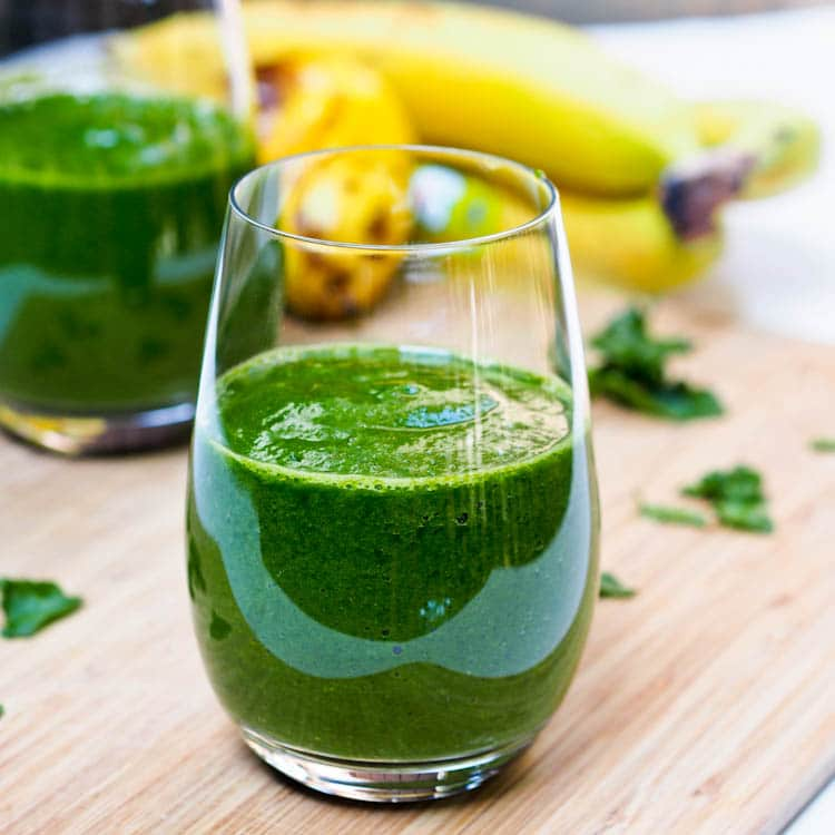 Spinach Breakfast Smoothie with Pear makes for the perfect superfood packed start to the day. Uber healthy and easy to make!