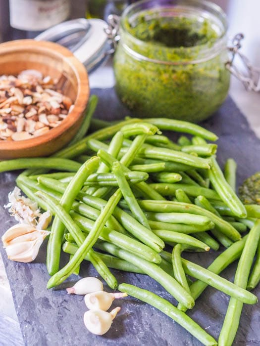 ingredients for the green beans with almonds side dish