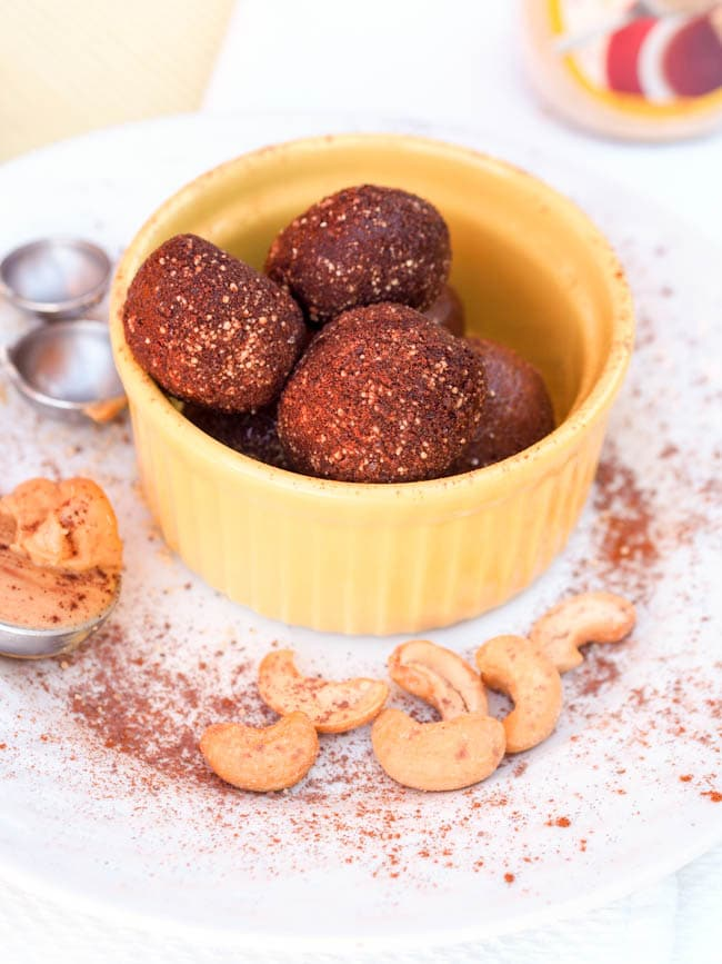 A rich chocolately, nutty, smooth dessert - these 6 ingredient honey chocolate cashew truffles are ready in 15 minutes and will be your new favorite dessert.