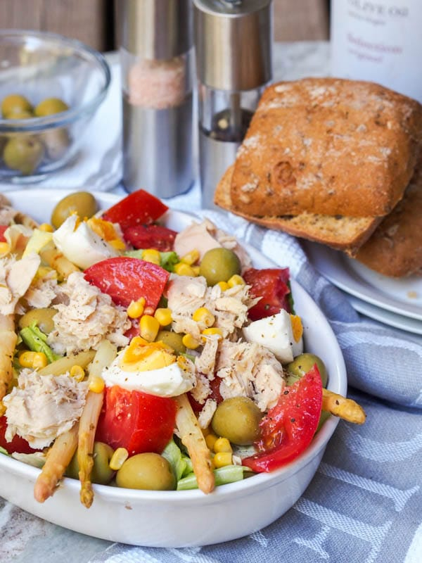 Mixed Spanish Salad with Tuna, Corn and Olives is a super refreshing and nutritious low fat, low carb quick lunch or dinner option. Eight ingredients is all you need for your new favorite salad! Gluten Free and Dairy Free. | avocadopesto.com