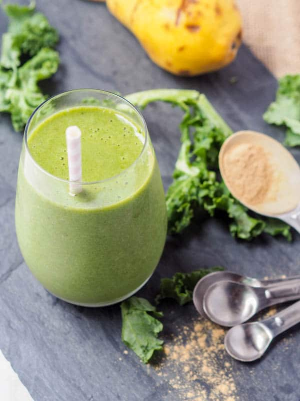 kale smoothie with pears and maca