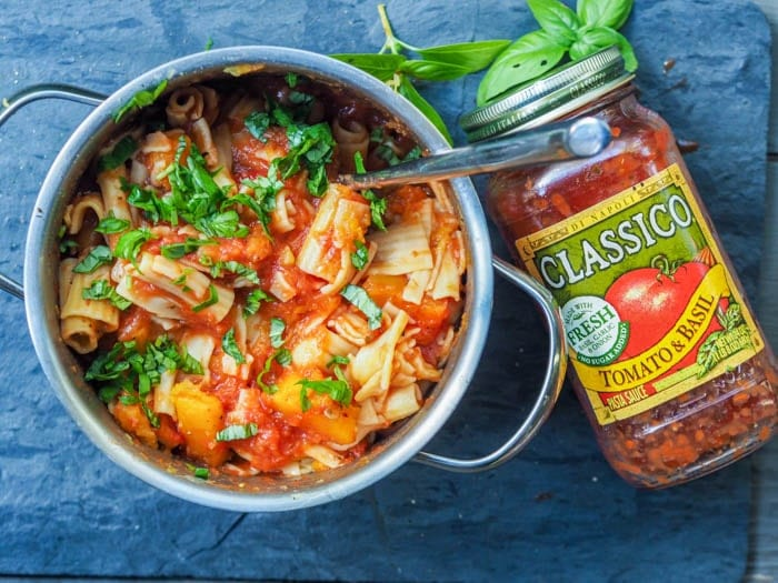 one pot Easy Tomato Pasta in the pot