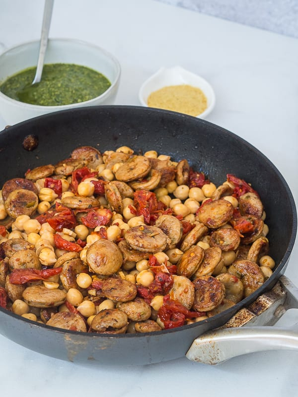 chicken sausage with garlic, tomatoes and chickpeas