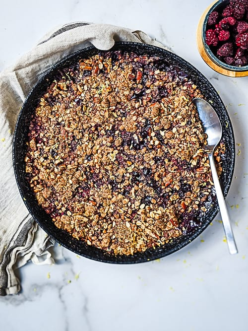 blackberry crumble in cast iron pan